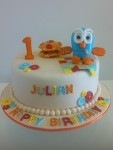 Hoot the Owl with cushions 10 inch Cake